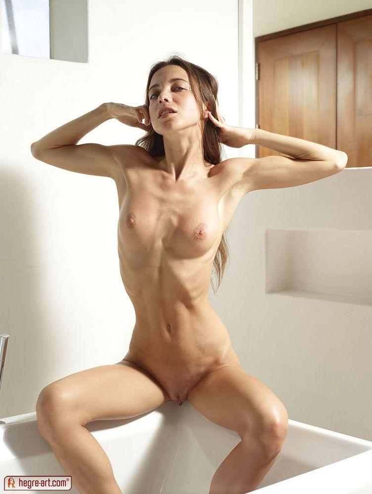 Nude Women Skinny : women, skinny, Erotica, Skinny, Female, Posing, SkinnyGirlNude.com