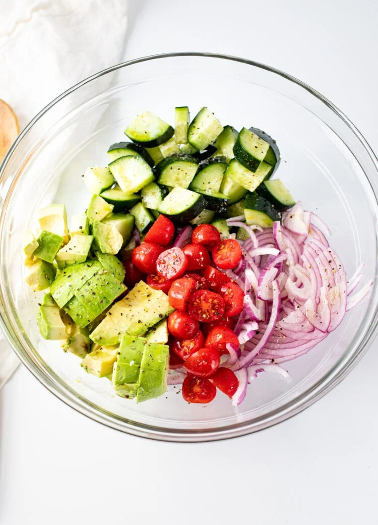 This super easy salad only needs 6 ingredients!