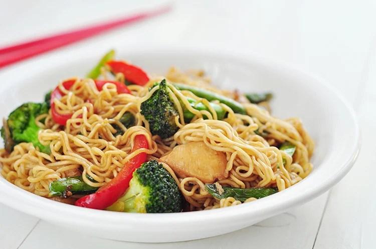 One-Pot Chicken and Veggie Ramen Stir-Fry