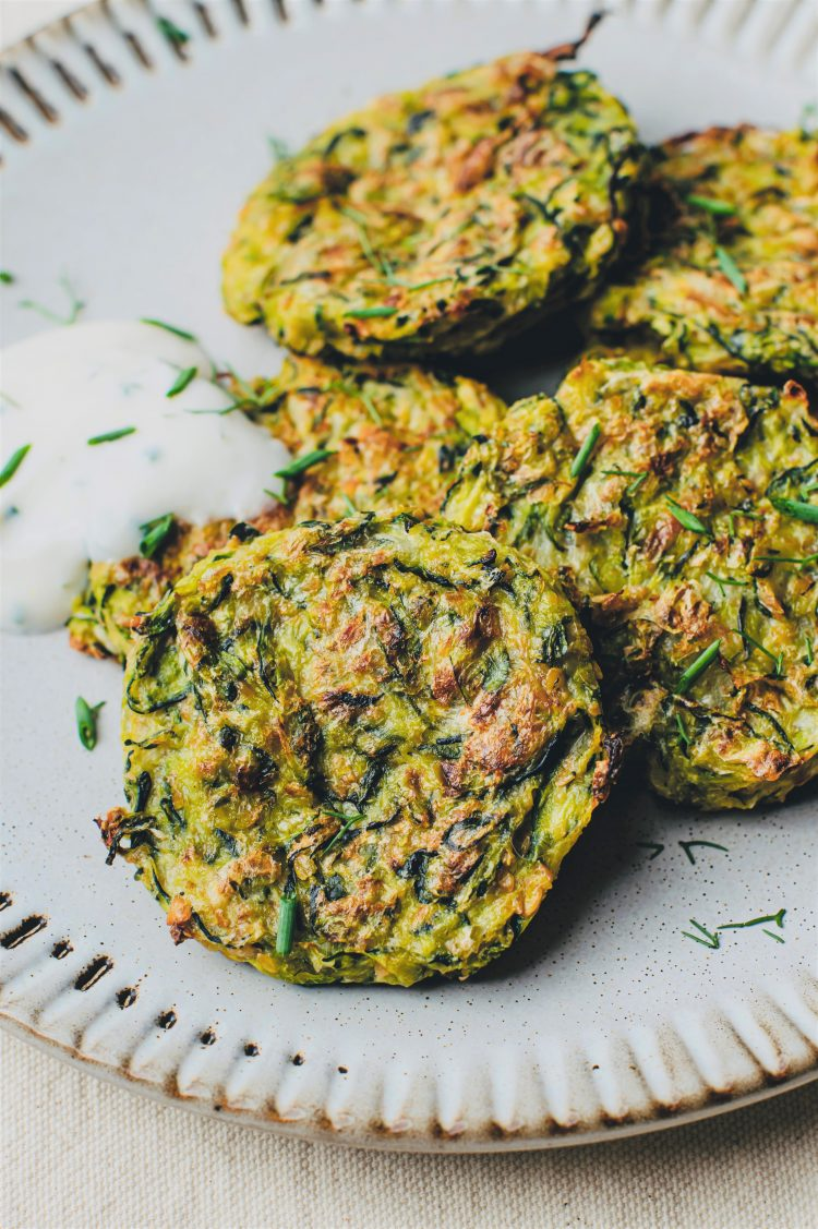 Our zucchini fritters are the perfect starter for your plant-based meal!