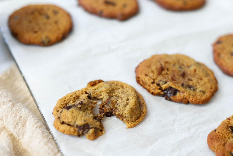 What better way to end the day than with a moist and tasty chocolate chip cookie ?!