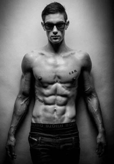 Benjamin Cardel six pack abs