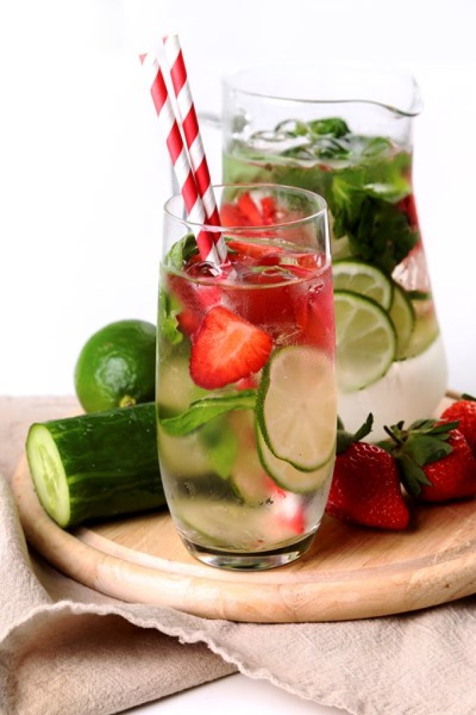3 Day Flat Belly Detox Water to a flatter stomach. Detox and cleanse your system.