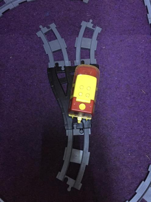 a left hand curve behind a old style switch will cause a loco to follow the right hand running rails