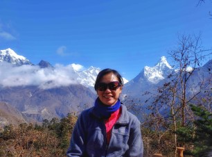 Just when I found a good spot to have a photo with the great mountains in the background, Everest was covered by clouds. The village of Phortse where we'll be staying the next dat can also be seen to my left.