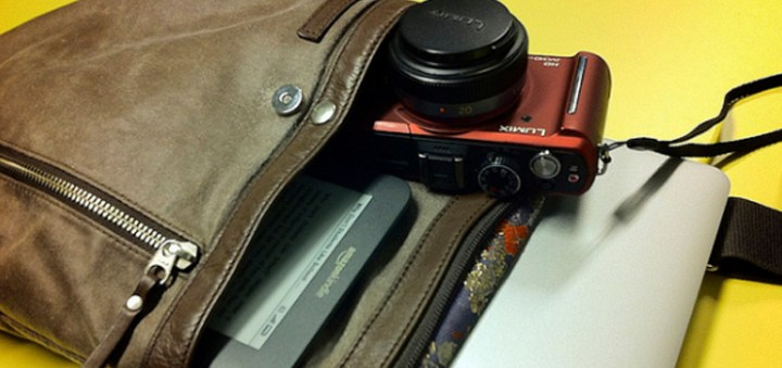 The Essential Gadgets And Tools For On-The-Go Bloggers (Part 1) | Skip The Flip