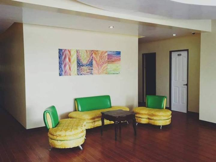 5 Reasons Why You Need To Stay At PinobreTel Suites When In GenSan | Skip The Flip
