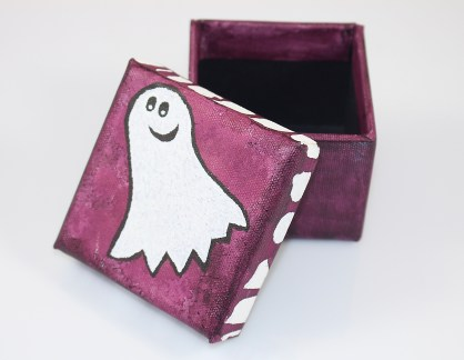 It's a ghost! On a box! Yay!