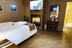 Whitehorse Suite for Rent - Hotel Room with Jacuzzi Tub