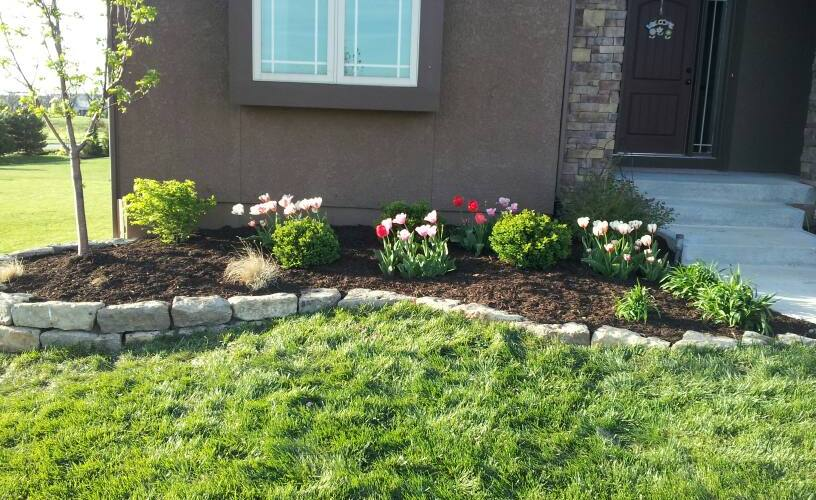 Lawn-Landscape-Lawncare-SKLawnCare-Mowing-Seeding-Fertilizer-Mulch