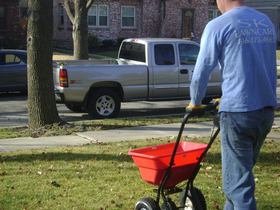 spring-lawn-fertilizer-fertilization-Kansas-City-Overland-Park