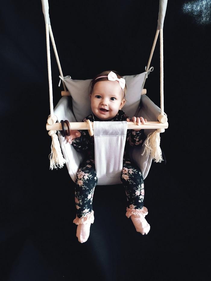 Jaka huśtawka dla niemowlaka jest odpowiednia i bezpieczna?