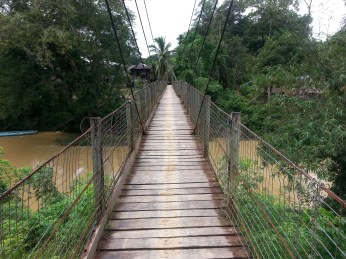 Jambatan ke Rumah Balang dan seterusnya ke sekolah