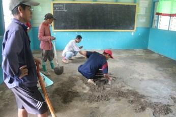 Membaiki Lantai Kelas Tahun 3