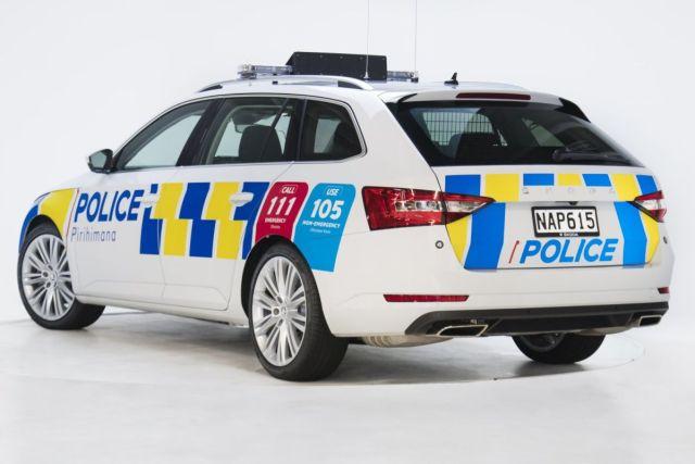 Skoda_SUperb_Combi-policie-Novy_zeland-zadek