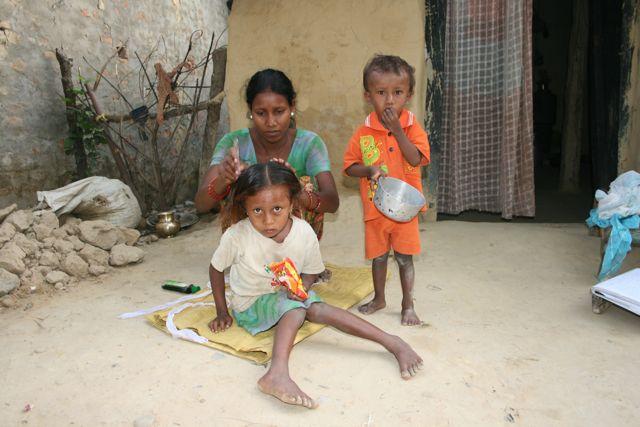 Anjali og Asi spiser morgenmad