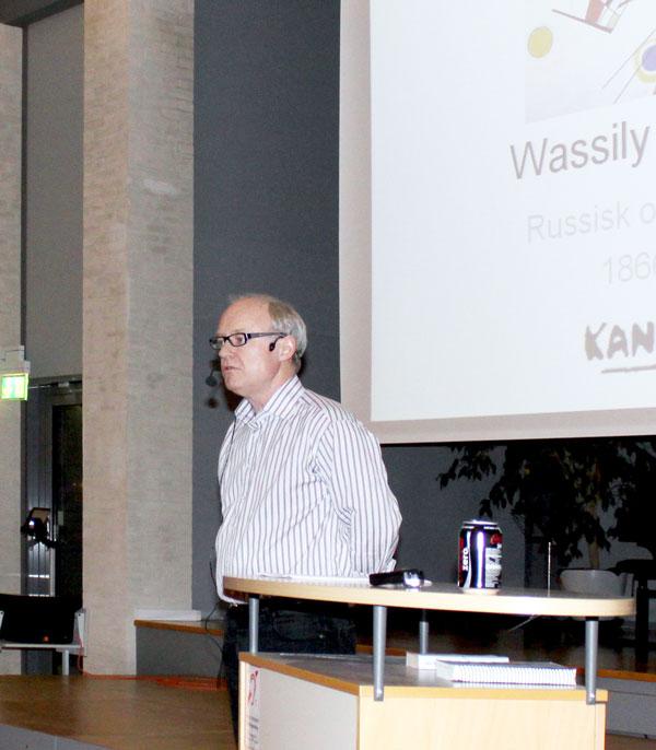 Henrik holder foredrag om kunst