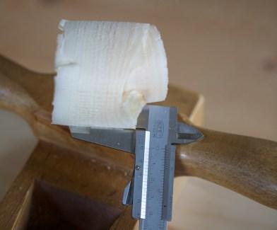 Spona eg høvlar med tanna stilt på denne måten blir ca 0,5-0,6 mm tjukk på midten. Foto: Roald Renmælmo