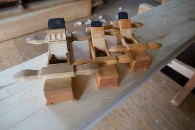 Frå venstre, skottokse, og to golvplogar. Foto: Roald Renmælmo