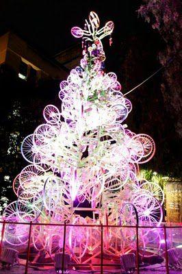 [foto: arbol de Navidad de bicis]