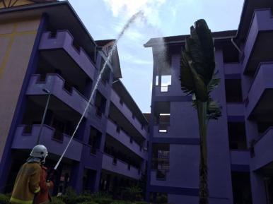 Latihan Kebakaran : Demonstrasi memadam kebakaran
