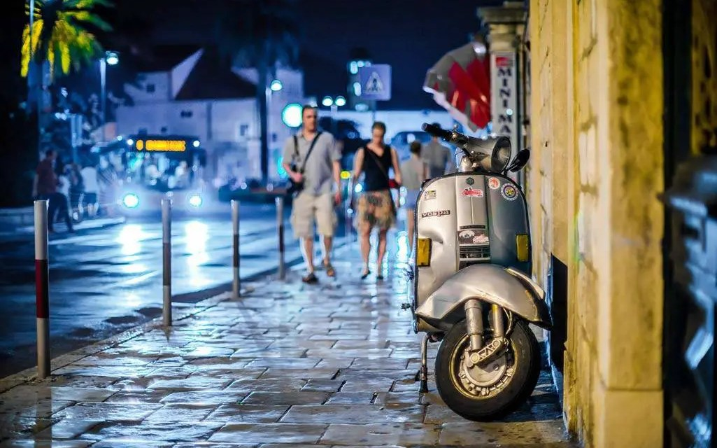 Gestalta gatan på bilden