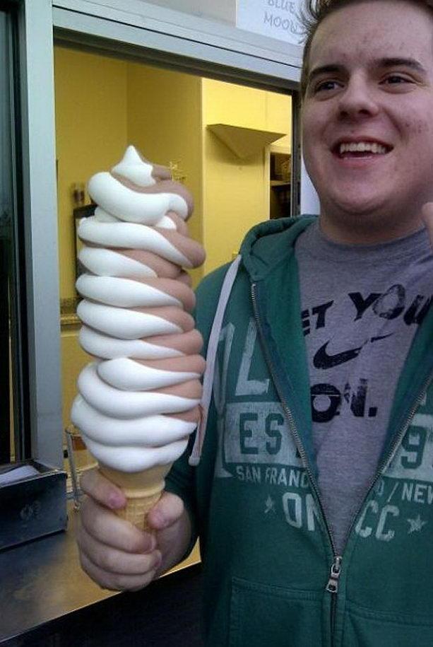 огромное мороженное