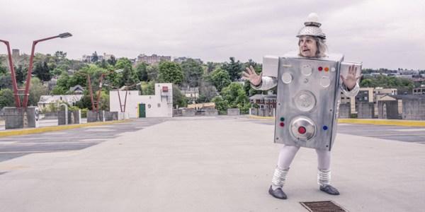 gratisography-robot-lady