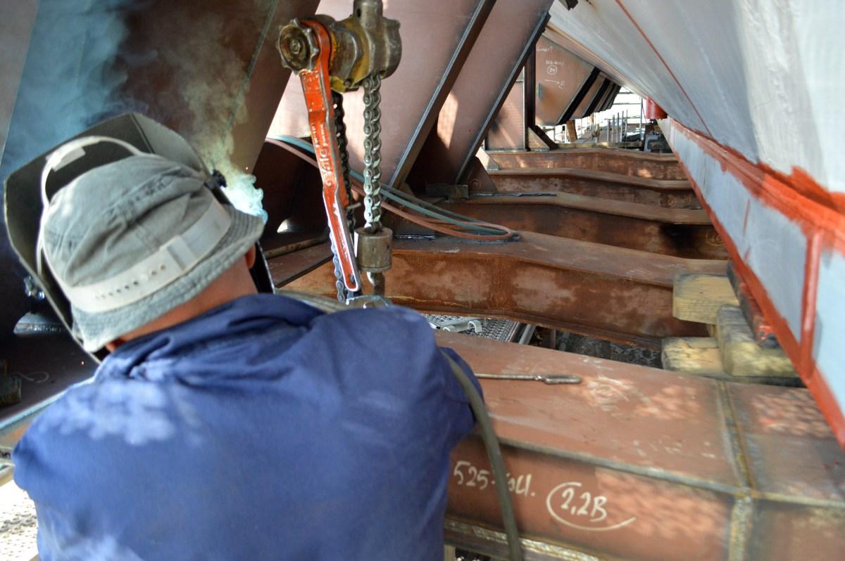 Na navozu br. 3 škverani dižu Brodosplitov prvi od pet ugovorenih jedrenjaka za nautički turizam