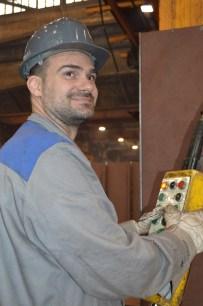 Brodomonter na liniji za zavarivanje i montažu polusekcija u Brodosplitu