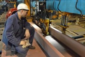Namještanje i zavarivanje ukrepa na trećem taktu Linije za izradu ravnih ukrepljenih panela