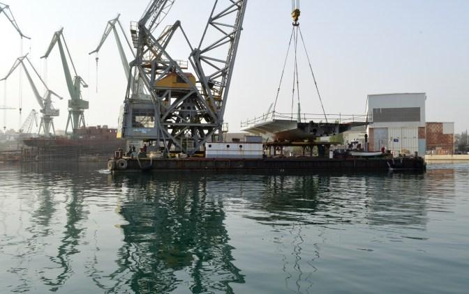 Transport prvog celicnog segmenta za Most Ciovo izgradenog u Brodosplitu (1)