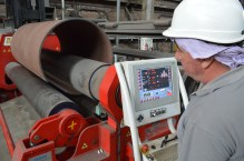 BRODOSPLIT Brodogradilište specijalnih obekata - Obrada čelika na valjku za konusno formiranje limova pri izradi jarbola za budući najveći brod s križnim jedrima koji grade splitski škverani