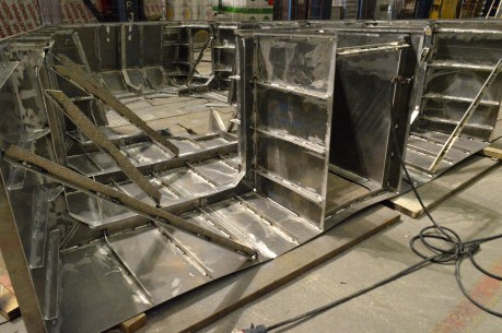 Zatvorni pramčani aluminijski element koji će povezati nadgrađe i postolje topa u aerodinamičnu formu