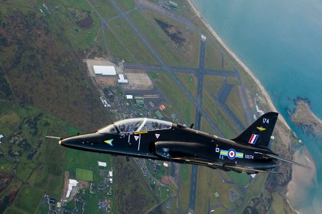 1599px-Hawk_Aircraft_over_RAF_Valley_MOD_45151330