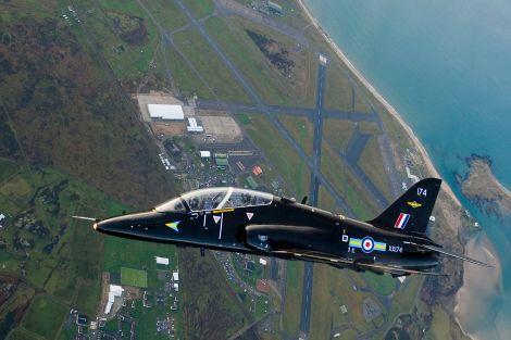 1599px-Hawk_Aircraft_over_RAF_Valley_MOD_45151330