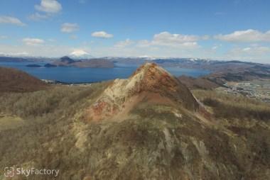 空撮/昭和新山・洞爺湖・羊蹄山(有珠郡壮瞥町)2015春