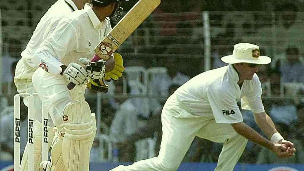Mark Waugh showing good reflex during taking a catch