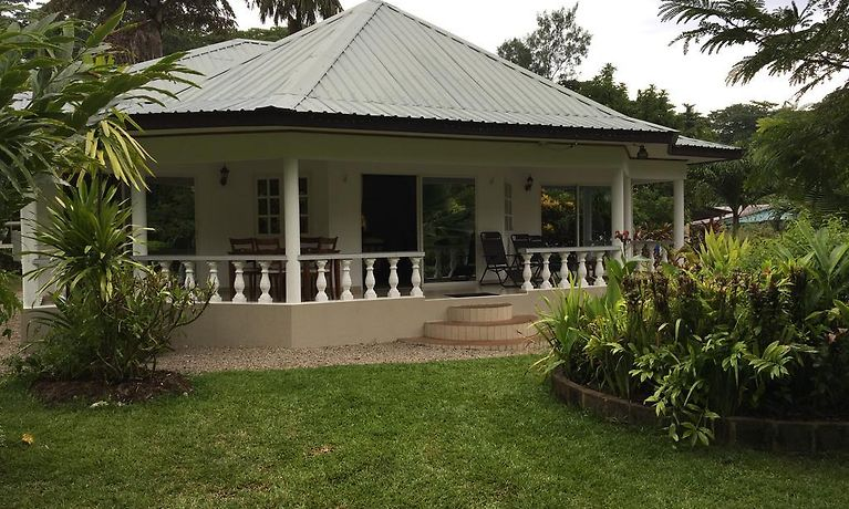 Skyblue Guesthouse Self Catering Baie Sainte Anne