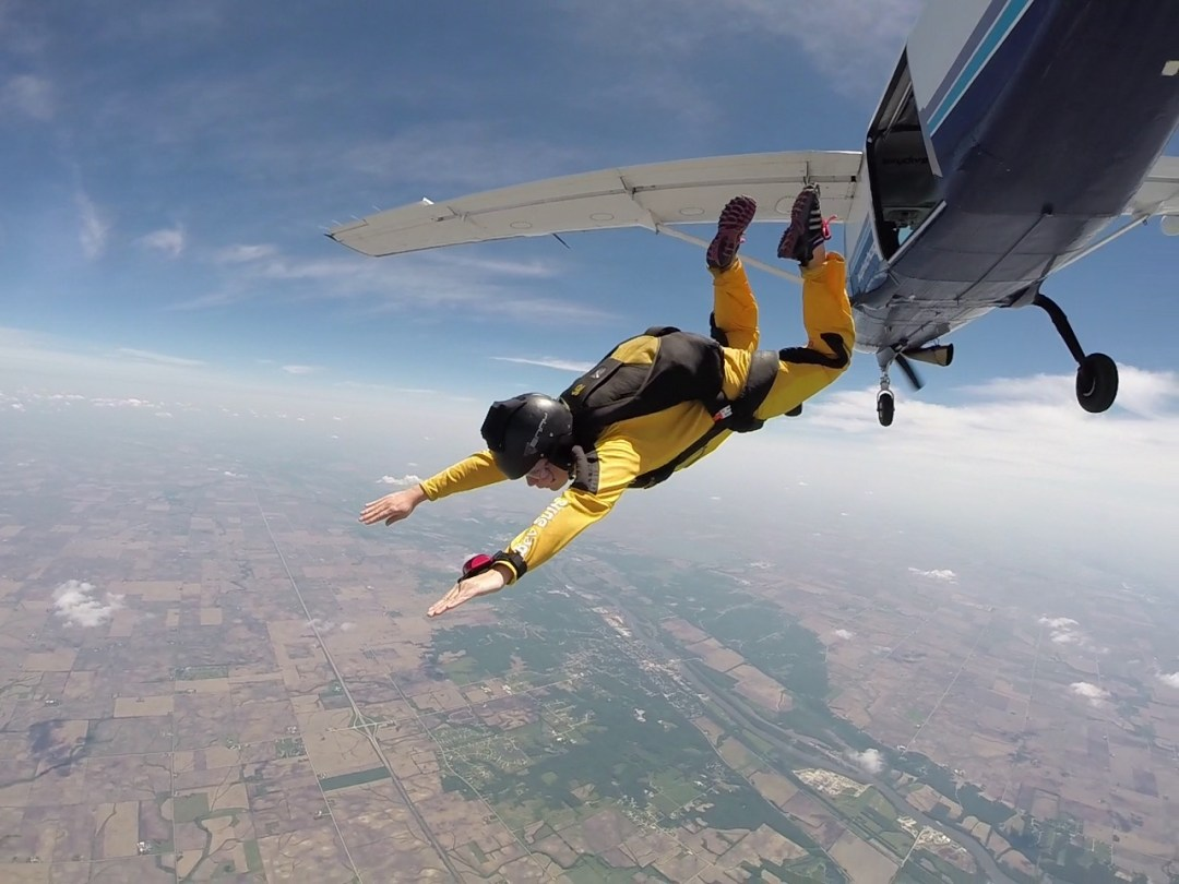 skydiving at skydive chicago