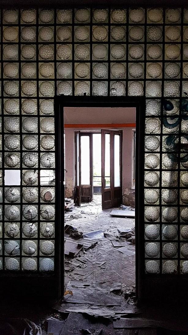 Glass Entryway in Palatul Adevarul