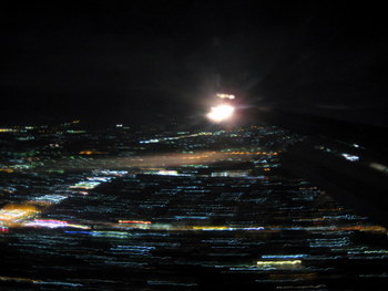 Udane lądowanie w JOG. Warto przeżyć taką chwilę! I jeszcze żeby strugi dobrze wyszły na zdjęciu w nocy!? Wow!