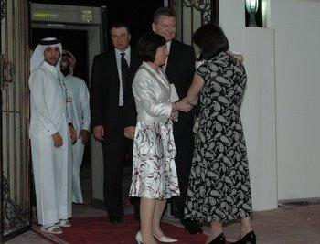 Pierwsza Dama RP witana w progu polskiej ambasady