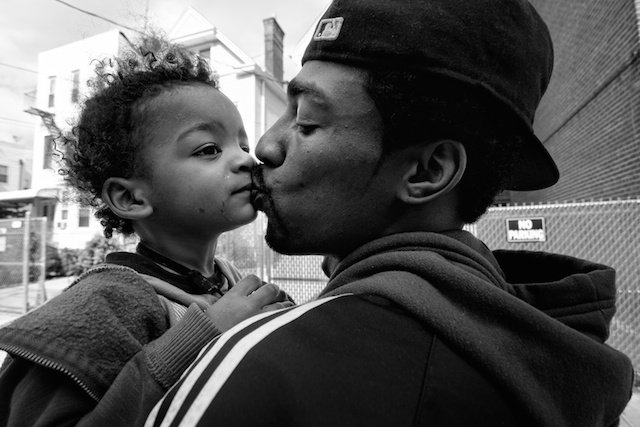 "Photo: Zun Lee , de la serie ""Father Figure,"" www.zunlee.com/fatherfigure"