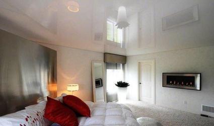 Спальня 10 кв.м. - натяжные потолки с установкой люстры