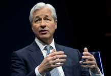 10 years after crisis, bank CEO pay swells again