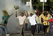 Police teargas Malawi opposition protest demanding president resigns