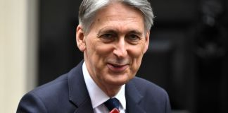 Philip Hammond leads 30 Tory MPs in plot to stop no-deal Brexit