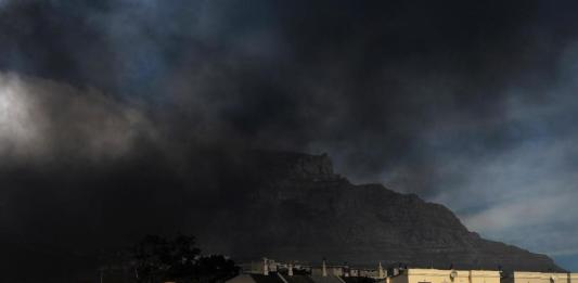 sky news africa Evacuations, damage as raging wildfire spreads in Cape Town