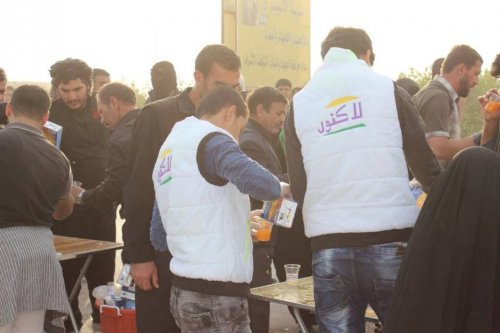 شركة اماراتية توزع مئات الالاف من العصائر الطازجة على زوار الاربعين وحكومة النجف ترحب بذلك